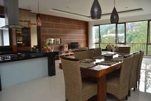 Cempaka 4 Villa Dago 6 Bedroom Bandung - Dinning