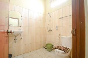 Hotel Cibatu Purwakarta - Bathroom