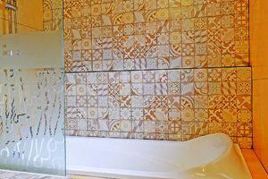 Tibera Hotel Ciumbuleuit Bandung - bath tub