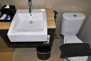 Clove Garden Hotel Bandung - Bathroom
