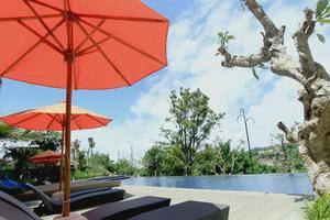 Clove Garden Hotel Bandung - Swimming Pool