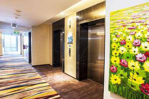 Holiday Inn Express Surabaya Central Plaza Surabaya - Lift