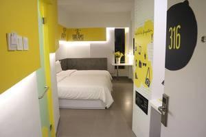 Yello Hotel Manggarai Jakarta - Kamar tamu