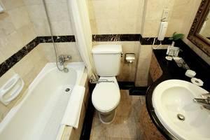 New Metro Hotel Semarang - Bathroom