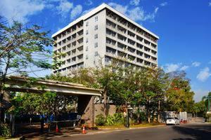 Delonix Hotel Karawang - Eksterior