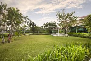 Delonix Hotel Karawang - Taman 1
