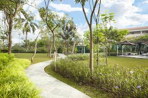 Delonix Hotel Karawang - Taman 3
