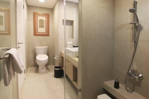 Delonix Hotel Karawang - Toilet in the room