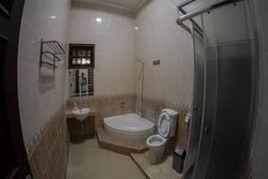 Grya Natasha Guest House Yogyakarta - Kamar mandi