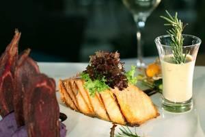 Aston Cirebon - Makanan & Minuman