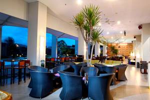 Aston Cirebon - Artesis Pool Cafe
