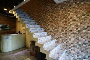 Magnolia Hotel Jakarta - STAIRCASE1