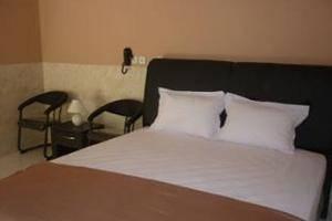 Hotel Arowana  Jember - Suite Room
