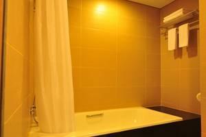 De Batara Hotel Bandung - Bathroom Suite