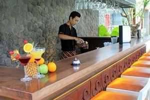 Vasanti Seminyak Resort Bali - Splash Pool Bar