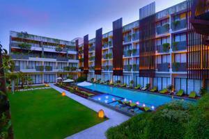 Vasanti Seminyak Resort Bali - Pool and Landscape