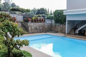 NIDA Rooms Gunung Putri Bosscha Lembang - Kolam Renang