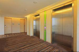 Holiday Inn Express Semarang Simpang Lima - In-Room Business Center