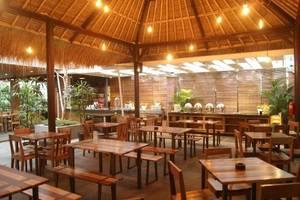 V Hotel & Residence Bandung - Restaurant