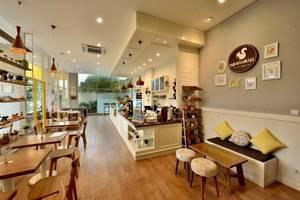 V Hotel & Residence Bandung - Bar, Cafe and Lounge