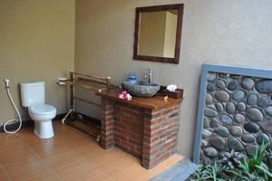 Van Karning Bungalow Bali - Kamar mandi