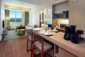 Aston  Solo - Suite Living Room
