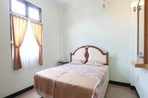 Ndalem Mantrijeron Hotel Yogyakarta - Taman Sari Room with  window