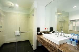 Hotel Santika  Cikarang - Bathroom