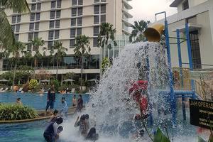 Hotel Santika Premiere Bekasi - Kolam Renang