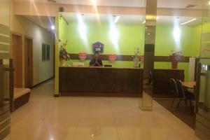 Hotel Rujia Pasar Baru Jakarta - Receptionist