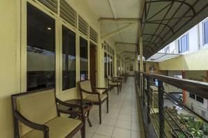 RedDoorz Plus near Grage City Mall Cirebon - Interior