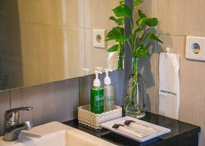 LeGreen Suite Gatot Subroto on Pejompongan V - BATHROOM