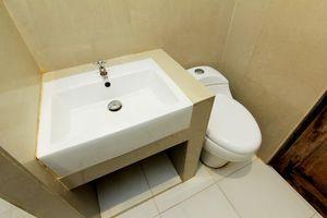 Grand Surya Hotel Yogyakarta - bathroom