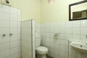 Hotel Augusta Surapati - Bathroom