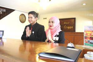 Hotel Lingga Bandung - Receptionist