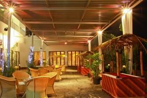 Galeri Ciumbuleuit Hotel Bandung - Saung