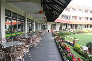 Sinabung Hills Resort Berastagi - teras coffee shop