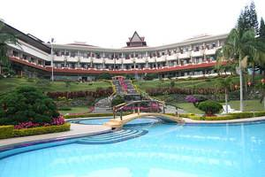 Sinabung Hills Resort Berastagi - Swimming Pool