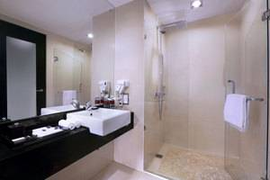 Grand Aston City Hall Hotel & Serviced Residences Medan - Deluxe Bath Room