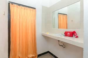 ZenRooms Tanjung Benoa Bidadari Bali - kamar mandi