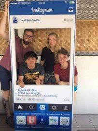 Chez Bon Hostel Bandung - Tamu berfoto untuk intagram