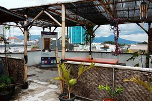 Chez Bon Hostel Bandung - Breakfast di Rooftop