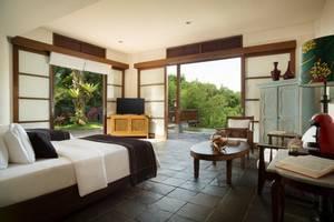 Novus Giri Resort & Spa Puncak - Pool Suite. Suite dengan kolam air hangat pribadi