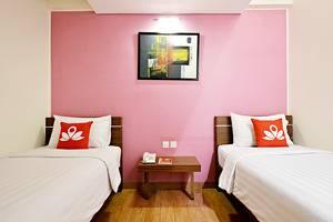 ZenRooms Pluit Bandengan - Tampak tempat tidur double twin