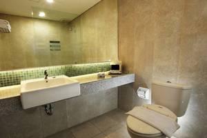Hotel New Saphir Yogyakarta - Kamar Mandi