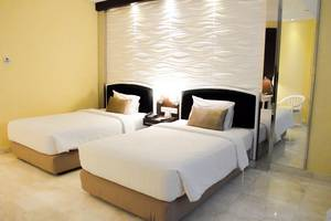 Hotel New Saphir Yogyakarta - Deluxe room with twin bed