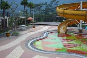 Bess Resort & Waterpark Lawang - Kolam Renang