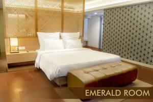 Crown Prince Hotel Surabaya - EMERALD ROOM