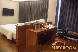 Crown Prince Hotel Surabaya - RUBY ROOM