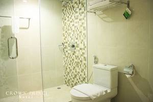Crown Prince Hotel Surabaya - Toilet Room